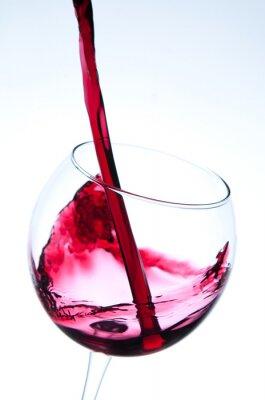 Affisch Rött vin hälla i vinglas
