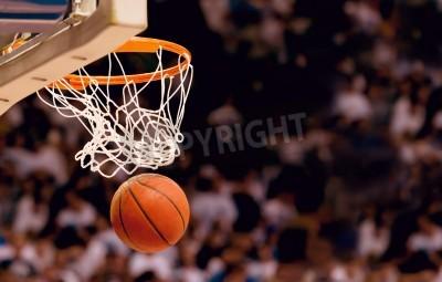 Affisch Scoring de vinnande poäng på en basketmatch
