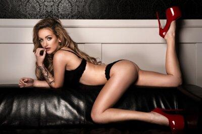 Affisch Sensuell kvinna med perfekt smal kropp poserar i underkläder