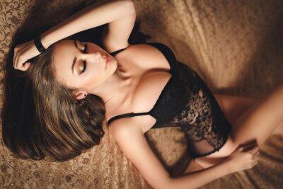 Affisch Sexig ung flicka i svart underkläder