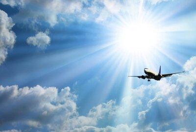 Affisch Silhuett av flygplan med en vacker himmel