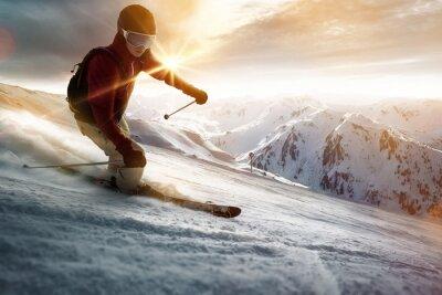 Affisch Skidåkare i en solnedgång inställning