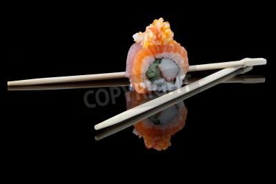 Affisch sushi med pinnar över svart bakgrund