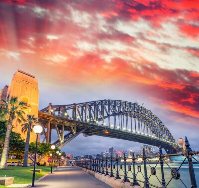 Affisch Sydney Harbour Bridge med en vacker solnedgång, NSW - Australien
