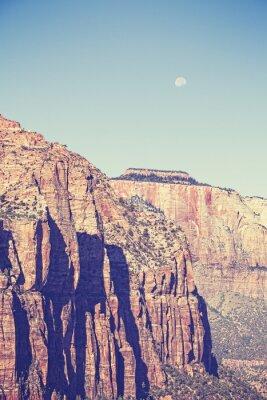 Affisch Tappning tonad moon över berg i Zion National Park, USA.