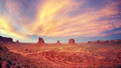 Affisch Tappning tonas Monument Valley efter solnedgången, USA
