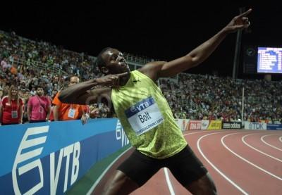 Affisch Tessaloniki, Grekland - SEPTEMBER 12,2009: Usain Bolt klar först på 100m män för IAAF World Athletics Finals main event på Kaftatzoglio Stadium