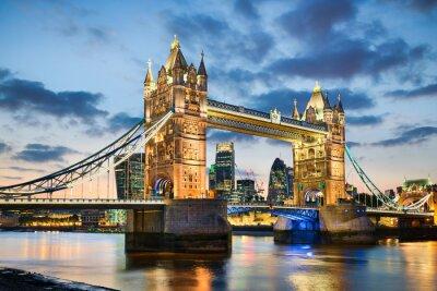 Affisch Tower Bridge i London, Storbritannien på natten