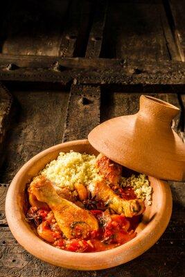 Affisch Traditionell tagine skålen med kyckling och Couscous