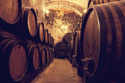 Affisch Träfat med vin i en vin valv, Italien