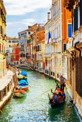 Affisch Turister som reser i gondol, Rio Marin kanalen, Venedig, Italien