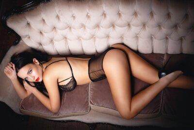Affisch Ung flicka i sexiga underkläder