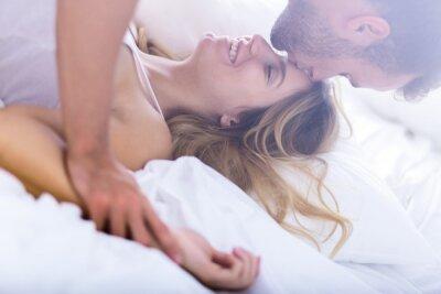 Affisch Unga äktenskap under morgonen sex