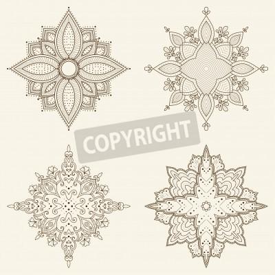 Affisch Uppsättning av fyra mandalas Vackra handritade blommor Etniska spets runt dekorativt mönster kan användas till tyg design, dekorativa papper, webbdesign, broderi, tatuering, etc