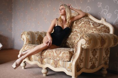 Affisch Vacker blond flicka i en sexiga underkläder
