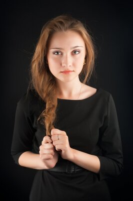 Affisch Vacker brunett ung kvinna