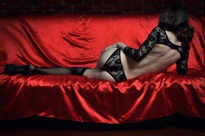 Affisch Vacker och sexig ung kvinna i erotiska underkläder och strumpor