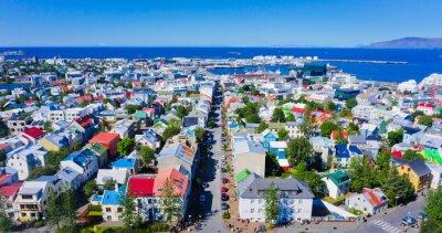 Affisch Vacker super vidvinkel Flygfoto över Reykjavik, Island