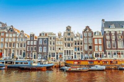 Affisch Vacker utsikt över kanalerna i Amsterdam med bron och typiska holländska