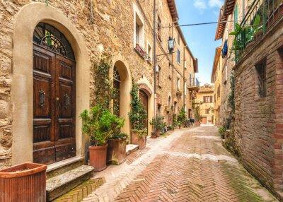 Affisch Vackra och färgglada gatorna i den lilla och historiska toskanska