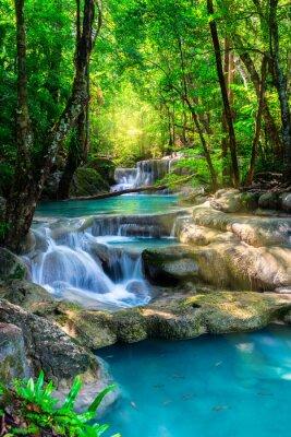 Affisch Vackra vattenfall i Thailand tropisk skog