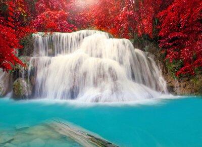 Affisch Vattenfall i djup regnskog djungeln (Huay Mae Kamin vattenfall i