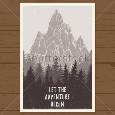 Affisch Vild barrträdskogaffisch med berg; hög, landskap natur, trä naturlig panorama; utomhus äventyr camping, vandring, turism, designcenter; handritad vektorillustration