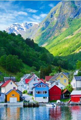 Affisch Village och havsutsikt på bergen i Geiranger fjorden, Norge