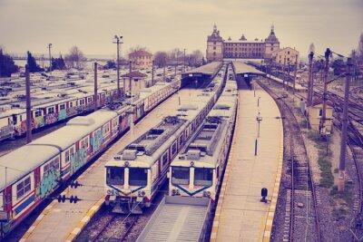 Affisch Vintage bild av Hardarpasa tågstationen med oanvända gamla graffiti tåg på nedlagd linje i Istanbul
