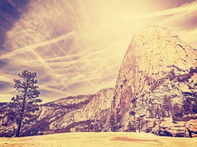 Affisch Vintage stiliserade natur berg bakgrund, USA.