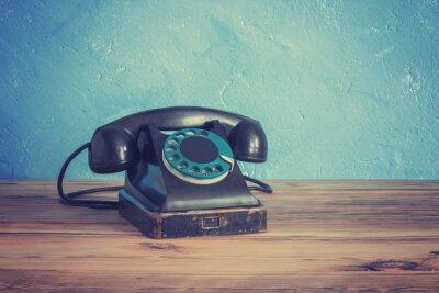 Affisch Vintage telefon på ett träbord