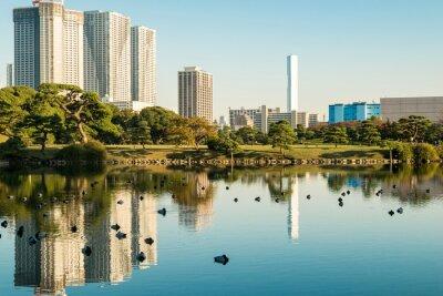 Affisch Vy över Tokyo stadsbild med park