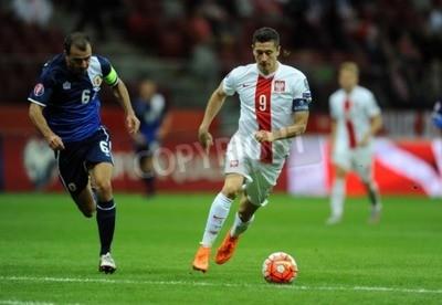 Affisch Warszawa, Polen - 7 september, 2015: EURO 2016 France Football Euro Cup Qualifiers Polen vs Gibraltarop Roy Chipolina Robert Lewandowski