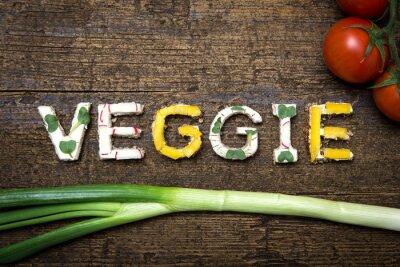 Affisch Wort Veggie aus verschieden belegten Broten mit Tomaten und FRU