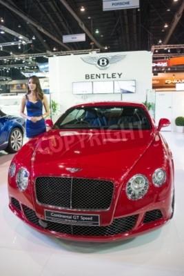Affisch BANGKOK - 28 november: Bentley Continental GT Speed visas vid 30 Thailand International Motor Expo 2013 i Bangkok, Thailand.