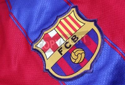 Affisch Barcelona, Spanien - 28 jan 2012: krönet av Barcelona Football Club på en officiell Jersey. FC Barcelona grundades 1899.