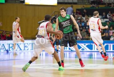 Affisch Guillem Vives av Joventut i aktion på spanska basketligan match mellan Joventut och Zaragoza, slutresultatet 82-57, den 13 april, 2014 i Badalona, Spanien