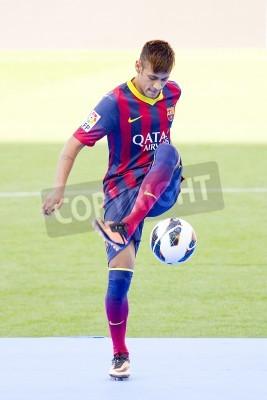 Affisch Neymar Junior, en FC Barcelona ny spelare, poserar för fotograferna under sin officiella presentationen på Camp Nou stadion, den 3 juni 2013 i Barcelona, Spanien