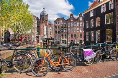 Canvastavlor Amsterdam med cyklar på bryggan i Holland