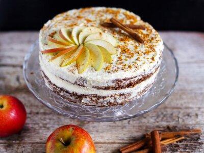 Canvastavlor Apple kanel lager tårta med smörkräm glasyr och bee polen