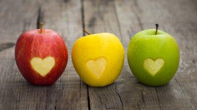 Canvastavlor Äpplen med graverade hjärtan
