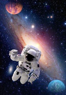 Canvastavlor Astronaut spaceman yttre rymden människor galaxen planet solsystem universum. Delar av denna bild som tillhandahålls av NASA.
