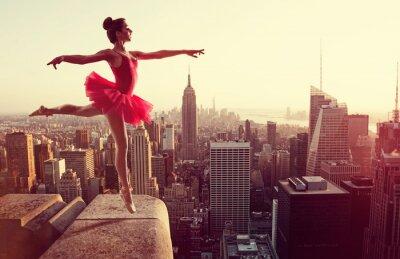 Canvastavlor Balettdansör framför New York horisont