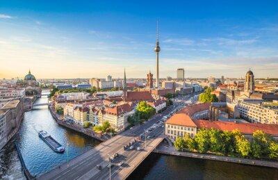 Canvastavlor Berlin horisont panorama med TV-tornet och floden Spree i solnedgången, Tyskland