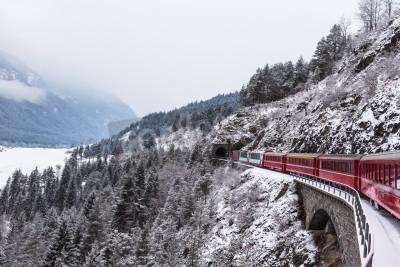 Canvastavlor Berömdt sightseeingtåg i Schweiz, Glaciär Express på vintern
