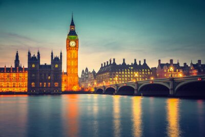 Canvastavlor Big Ben och Westminster Bridge i skymningen i London