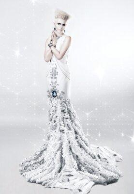 Canvastavlor blond kvinna i lång vit klänning med diamant