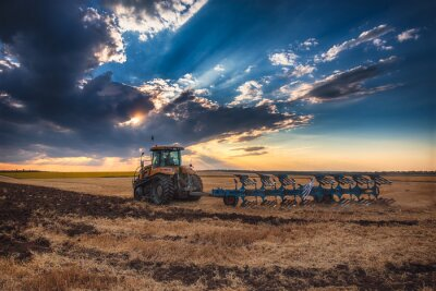 Canvastavlor Bonde traktor förbereder mark med jordfräs