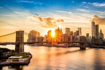 Canvastavlor Brooklyn Bridge och nedre Manhattan skyline i solnedgången