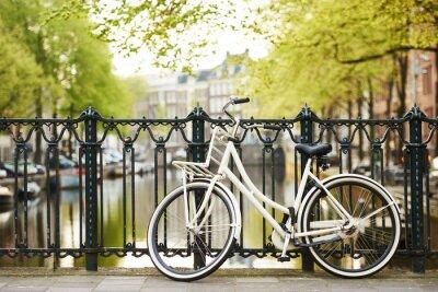 Canvastavlor cykel på amsterdam gata i staden